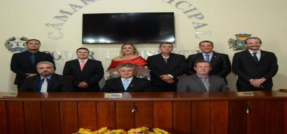 Mesa Diretora com os vereadores eleitos